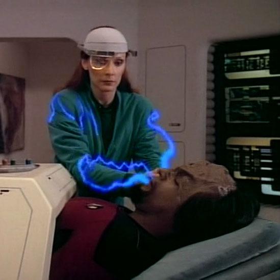 Trek TV Episode 97 - Star Trek: The Next Generation - S01E07 - Lonely Among Us
