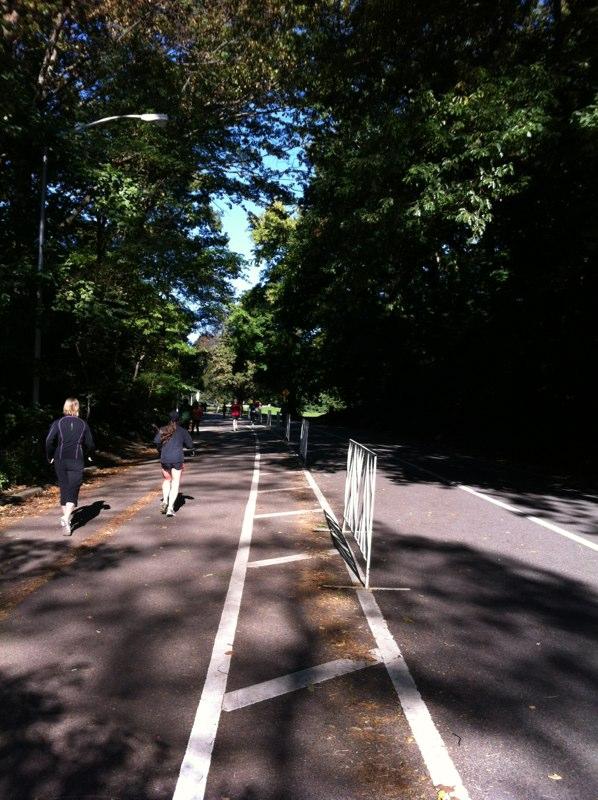 プロスペクトパークの中はジョギングを楽しむ人がたくさんいた