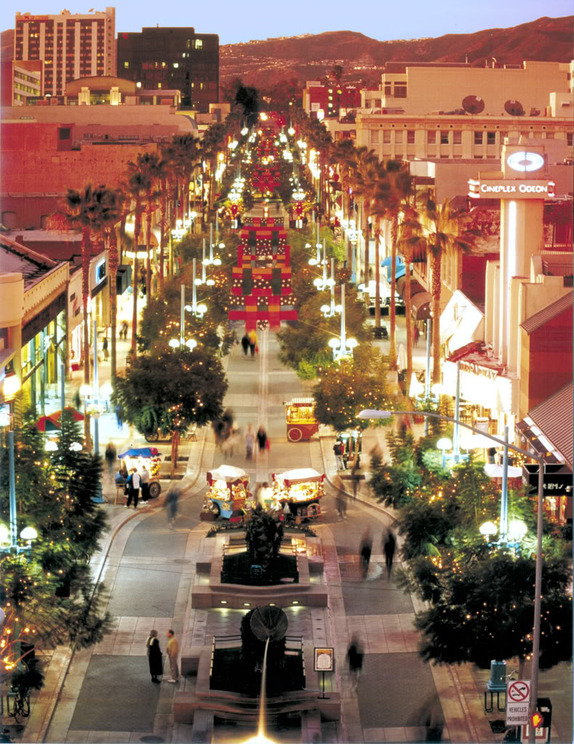 The city offers many shopping options from the Third Street Promenade and Santa Monica Place in Downtown Santa Monica to unique boutiques along Main Street and Montana Avenue. Discover the best places to shop throughout the city and find exactly what you're looking for .