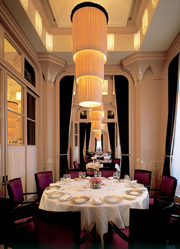 Claridge's, <p><strong>Location.</strong> <br />This London luxury hotel is near Wigmore Hall, Madame Tussaud's Wax Museum, and Marble Arch. Other attractions include Trafalgar Square. </p><p><strong>Features.</strong><br />Dining options at Claridge's include a restaurant and a bar/lounge. Recreational amenities include a health club and a fitness facility. The property's full service health spa has massage/treatment rooms and beauty services. This 5.0 star property has a business center and offers small meeting rooms, a technology helpdesk, and audio visual equipment. Wireless Internet access is available in public areas. This London property has event space consisting of banquet facilities, conference/meeting rooms, and a ballroom. The property offers an airport shuttle (surcharge). Wedding services and tour assistance are available. Guest parking is available for a surcharge. Additional property amenities include valet parking, a concierge desk, and multilingual staff. </p><p><strong>Guestrooms.</strong> <br /> There are 202 guestrooms at Claridge's. Beds come with premium bedding. Bathrooms feature handheld showerheads. They also offer phones, bidets, and  makeup/shaving mirrors. In addition to complimentary newspapers, guestrooms offer direct dial phones with voice mail. Televisions have satellite channels and pay movies. Air conditioned rooms also include desks, minibars, complimentary bottled water, and blackout drapes/curtains. Guests may request irons/ironing boards, hypo allergenic bedding, and extra towels/bedding. A nightly turndown service and housekeeping are available. Cribs (infant beds) and rollaway beds are available on request. </p> <br /><br /> <p><strong>Notifications:</strong><br /></p><p><ul><p></p><p></p> </ul></p>