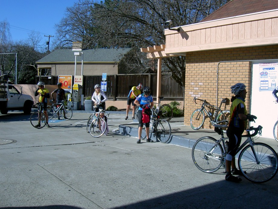 Trip photo #7/31 RR stop at gas station on Grayson Rd.