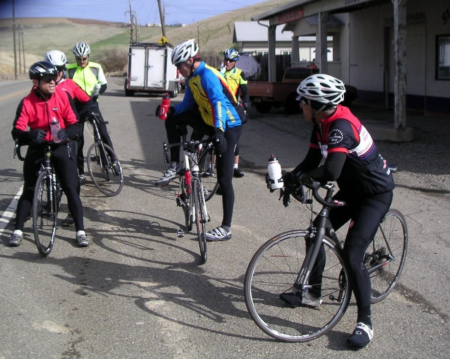 Trip photo #13/15 Summit Garage stop on Altamont Pass