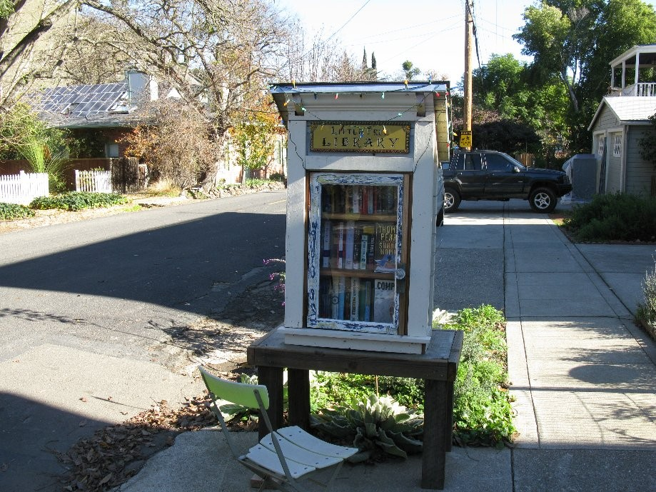Trip photo #19/29 Port Costa 'Little Free Library'