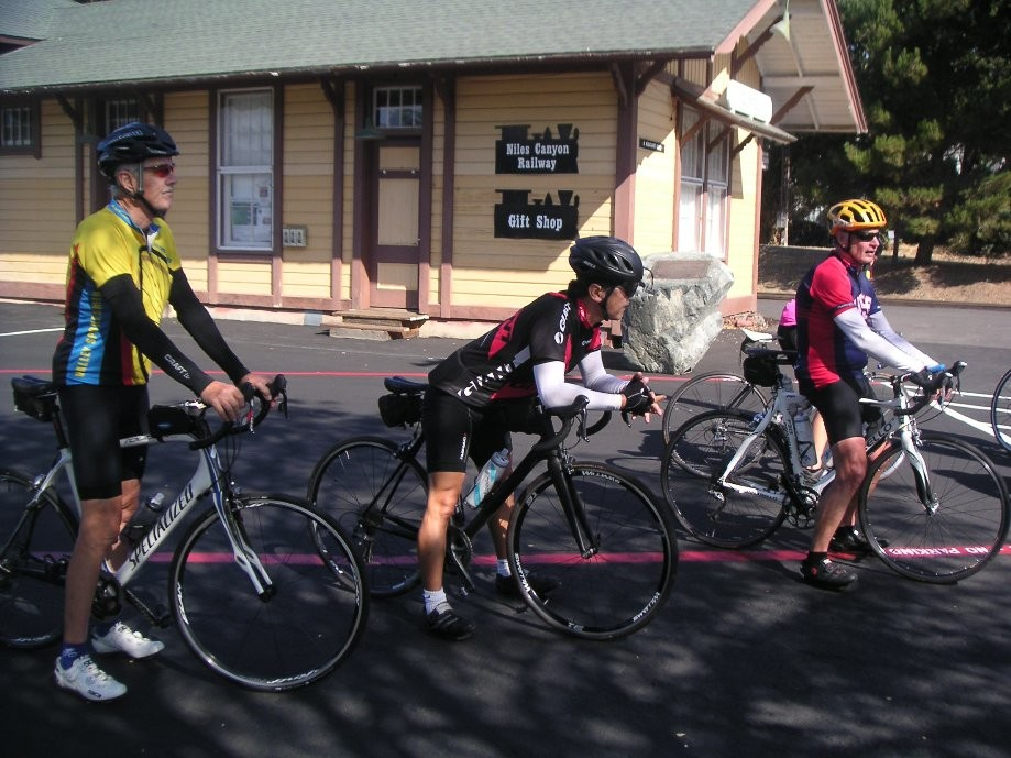 Trip photo #4/9 Stop at Sunol RR station