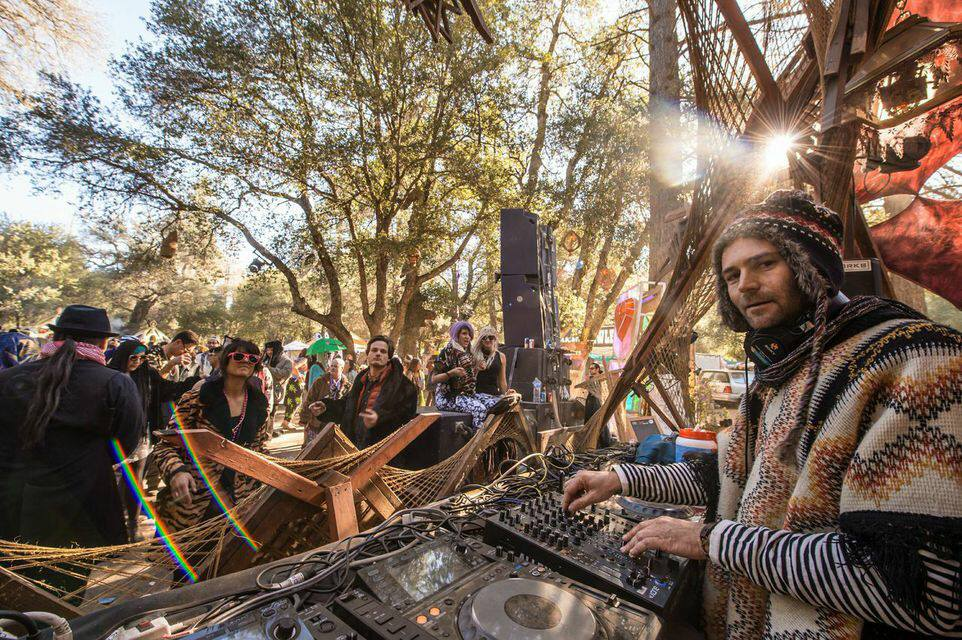 Saturday morning set at Desert Hearts Spring Festival. Photo by: Bennett Sell-Kline
