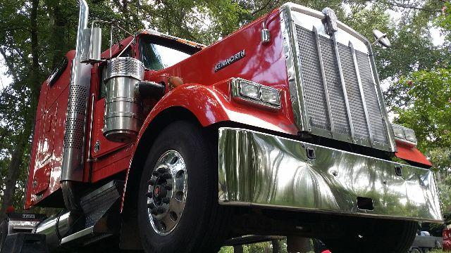 2005 Kenworth W900L $48,000