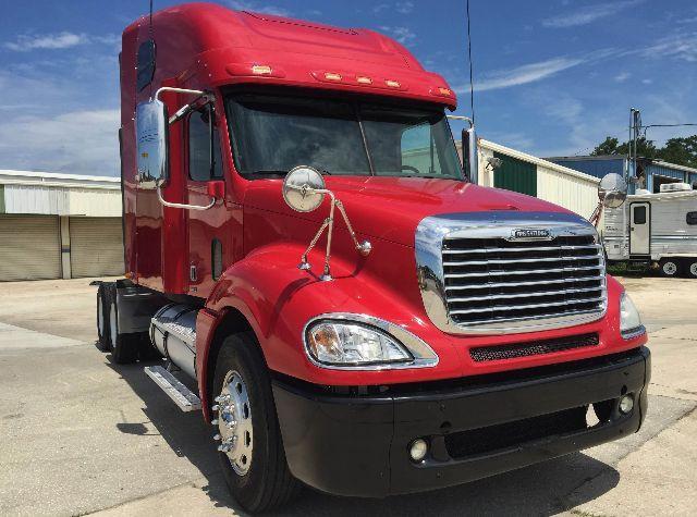 2009 Freightliner Columbia$42,999