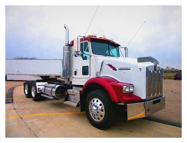 2005 Kenworth T800 $69,620
