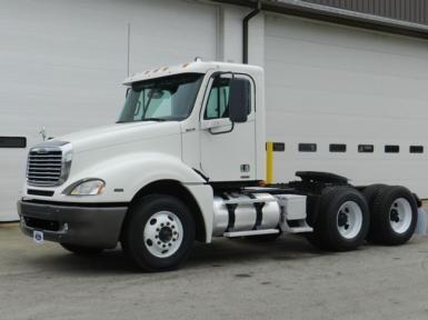 2007 Freightliner CL12064ST$43,500