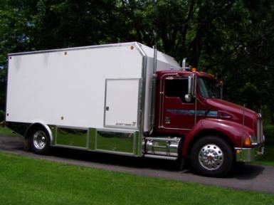 1999 Kenworth T300 $33,000