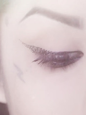"""HOW-TO: GET THE """"DISINTEGRATION"""" CAT EYE LOOK BY KAT VON D"""