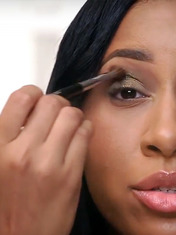 THE BASICS OF EYE SHADOW APPLICATION