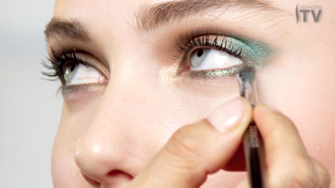 VIDEO: ECLIPSED EYES WITH EMERALD, THE PANTONE COLOR OF THE YEAR