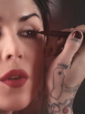 VIDEO: GET KAT VON D'S SIGNATURE EYELINER LOOK