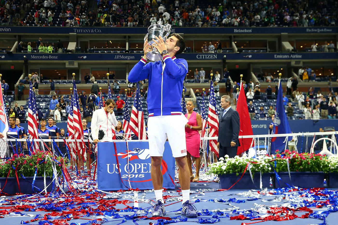 Djokovic_kissing_us_open_cup_15