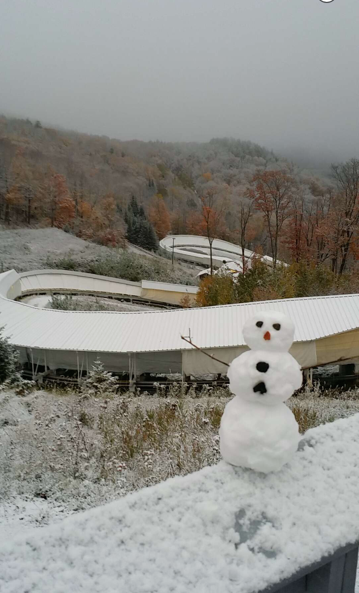 Snowman_at_track