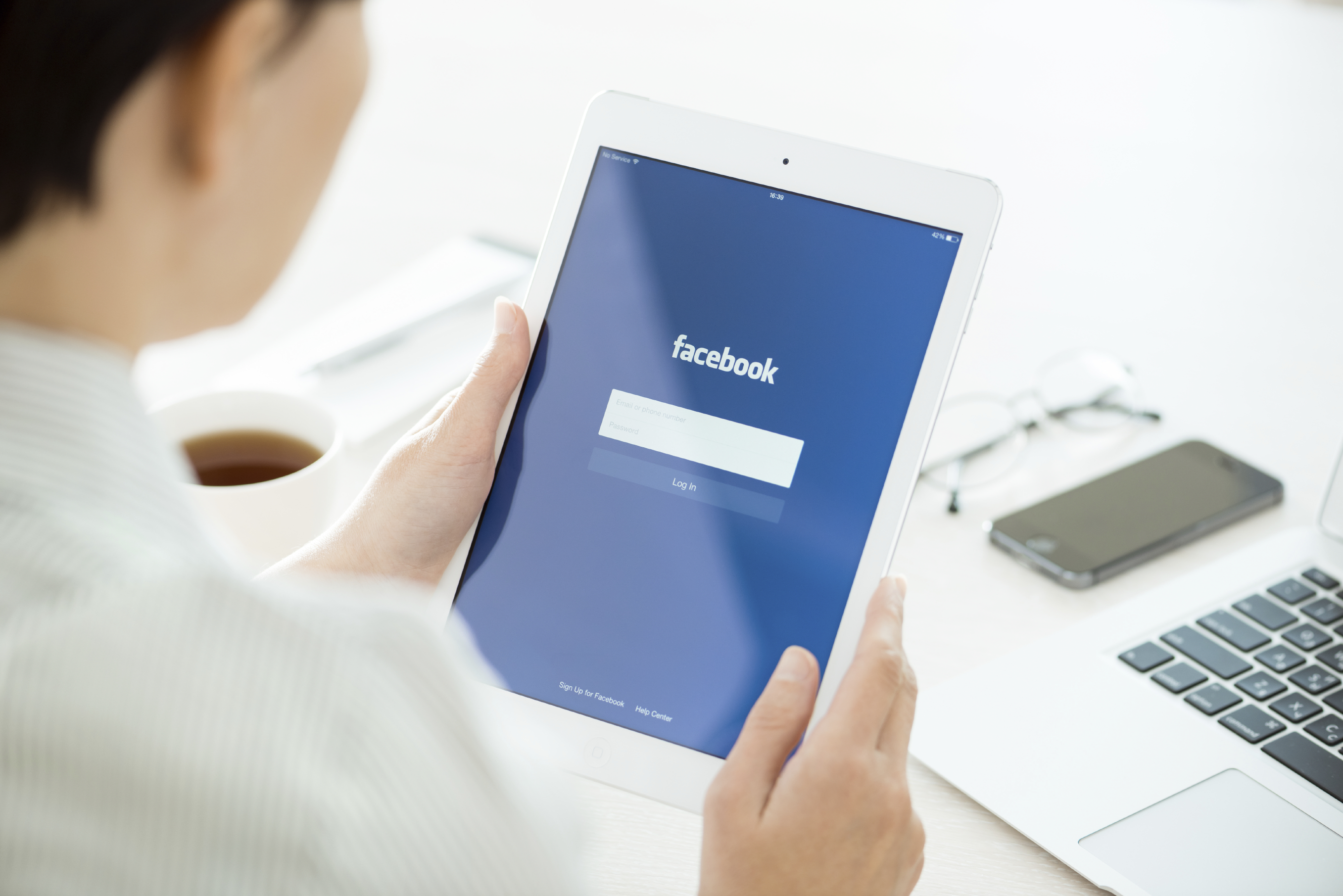 How to use Facebook to sell your home