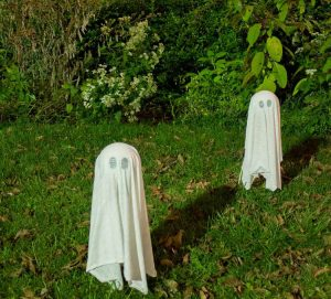 diy-floating-halloween-ghosts-4