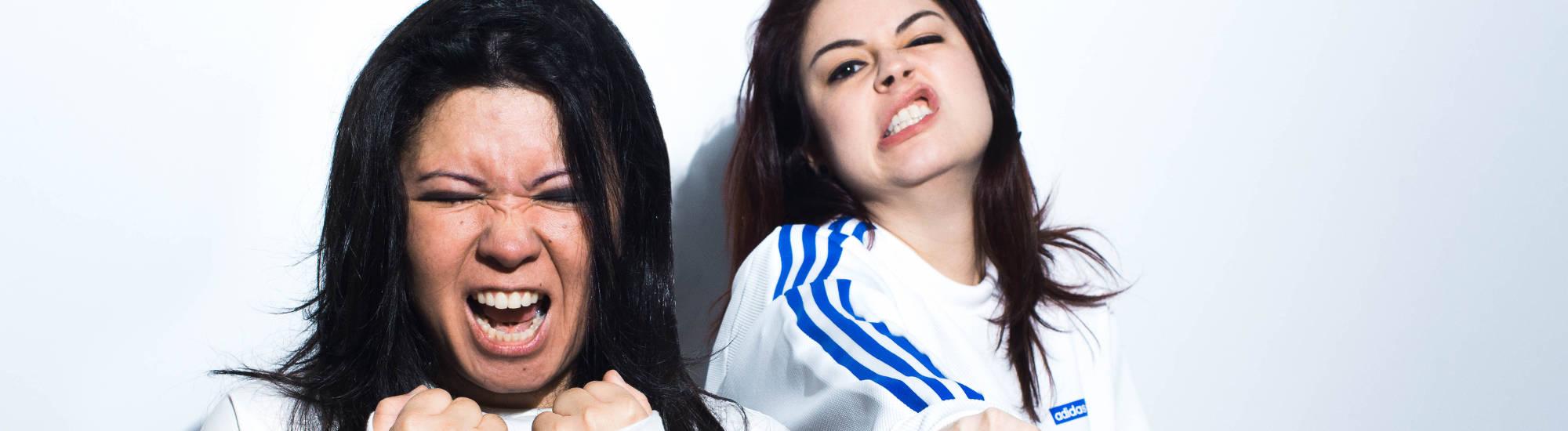 """Com show, duo Moxine lança clipe da música """"Leeches"""""""