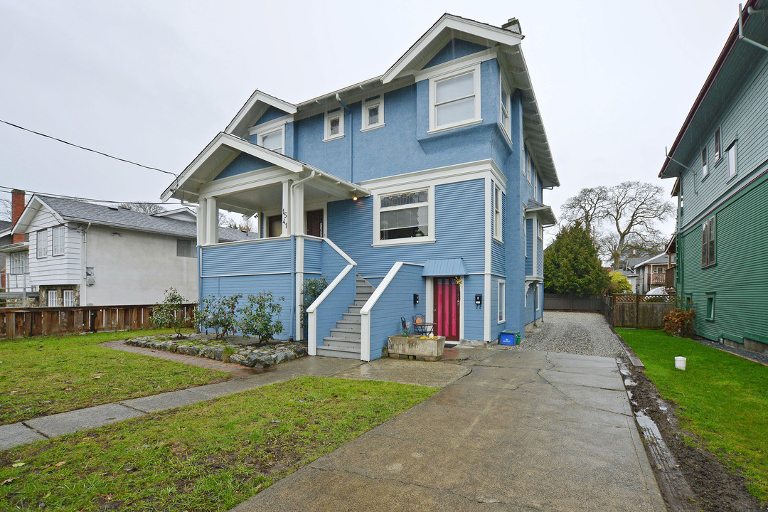 Additional photo for property listing at 1541 Gladstone Ave Victoria, British Columbia,Kanada