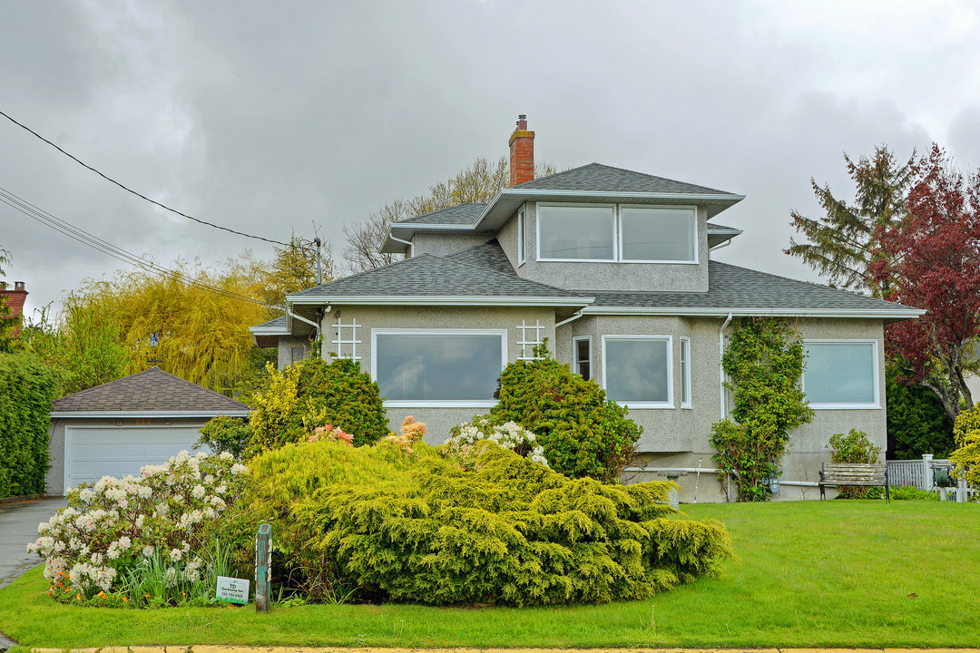 Additional photo for property listing at 242 Beach Dr Brits-Columbia, Canada