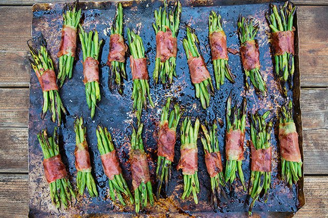 prosciutto-wrapped-green-bean-bundles-recipe.jpg
