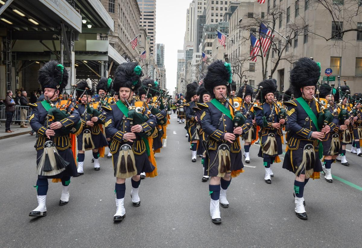 http://s3.amazonaws.com/uploads.hotelonrivington.com/wp-content/uploads/2017/01/07170250/st-patrick-day-parade-new-york-city.jpg