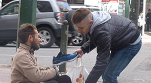Stranger Buys Shoes For A Homeless Man In Athens