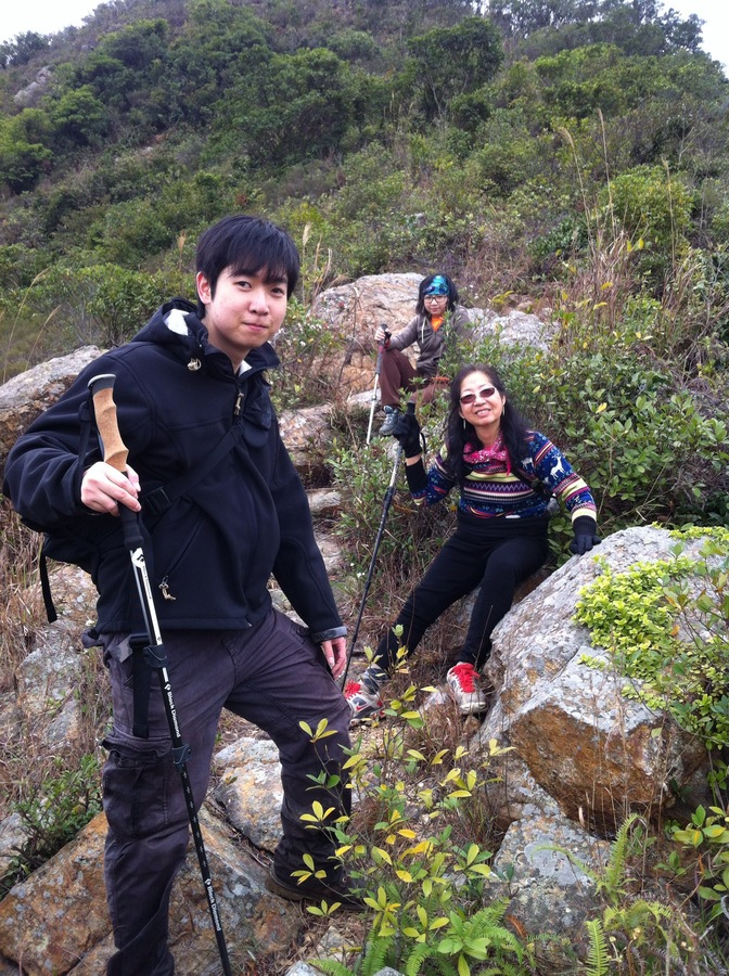 Hiking with family in 龍山