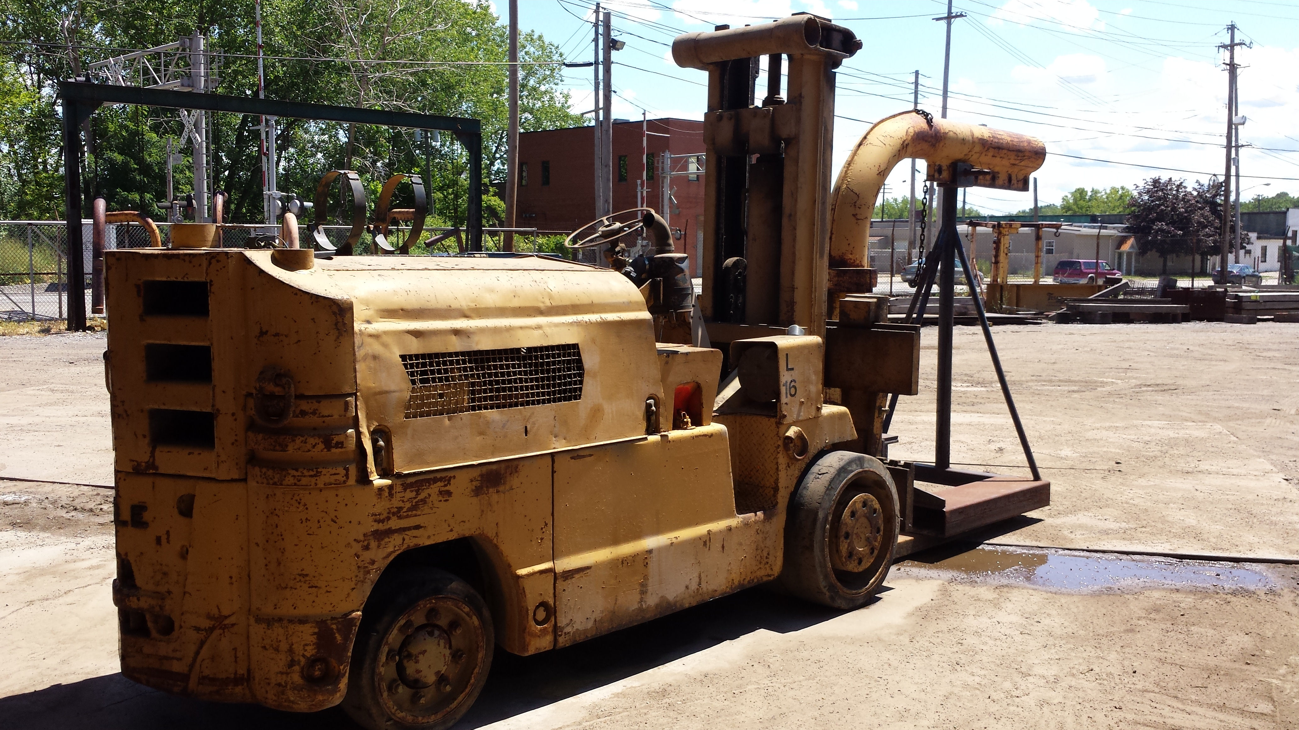 28 000lb ugly towmotor forklift for sale call 616 200 4308 for Used tow motors for sale