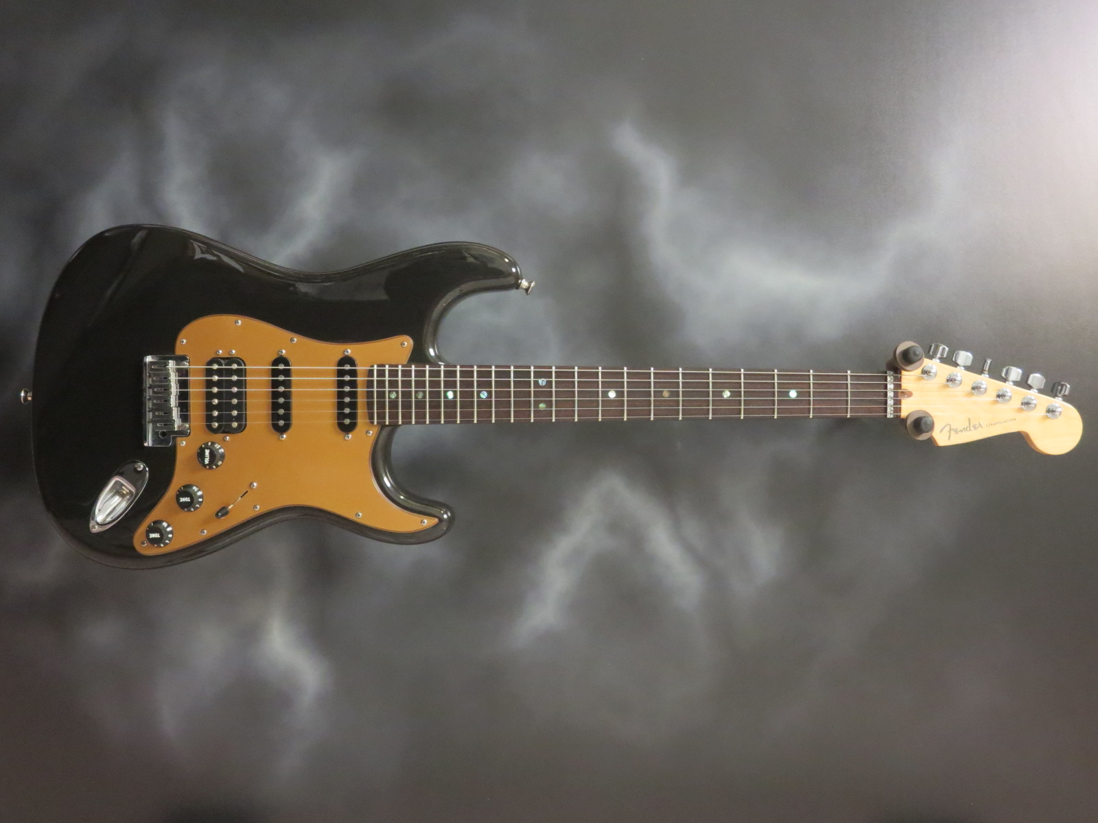 Guitar Of The Day Fender - 2005 American Deluxe Stratocaster