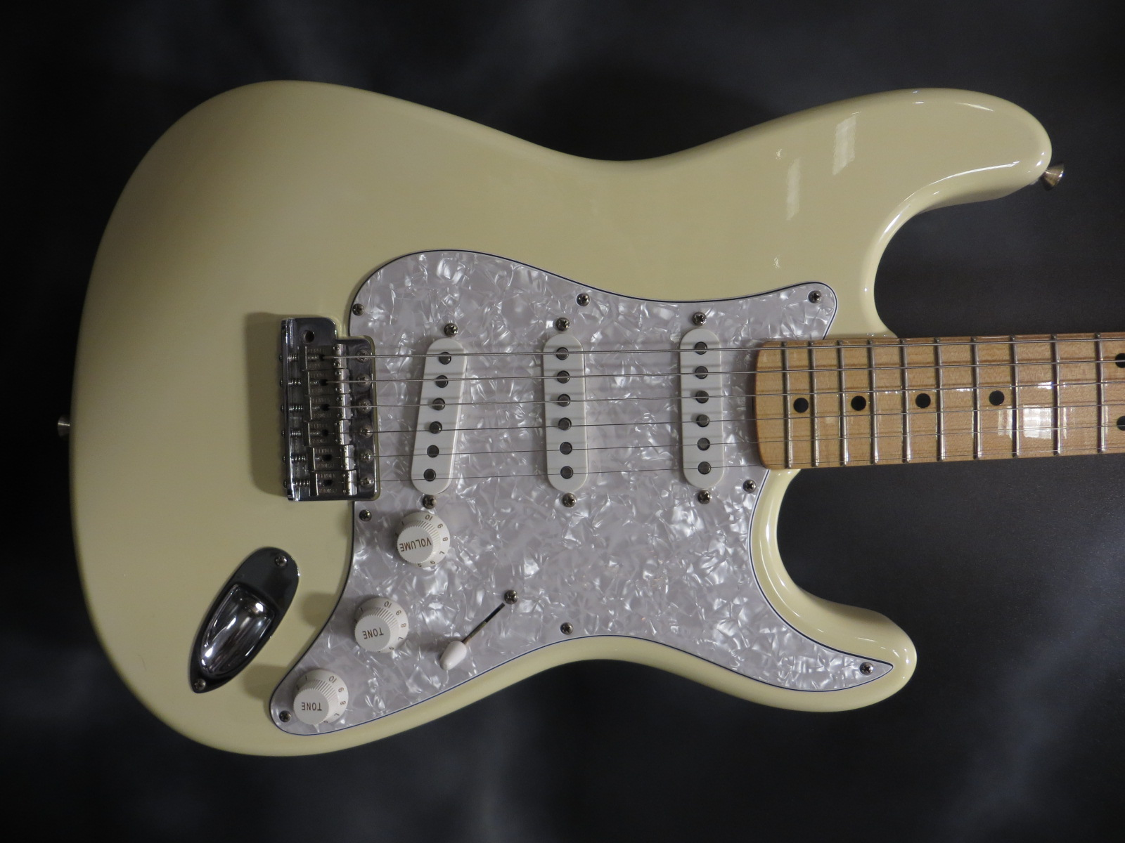 Fender - custom shop strat