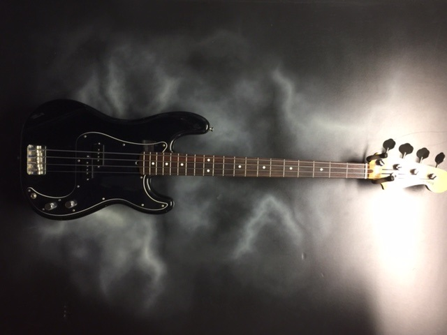 Fender - Squire Bass
