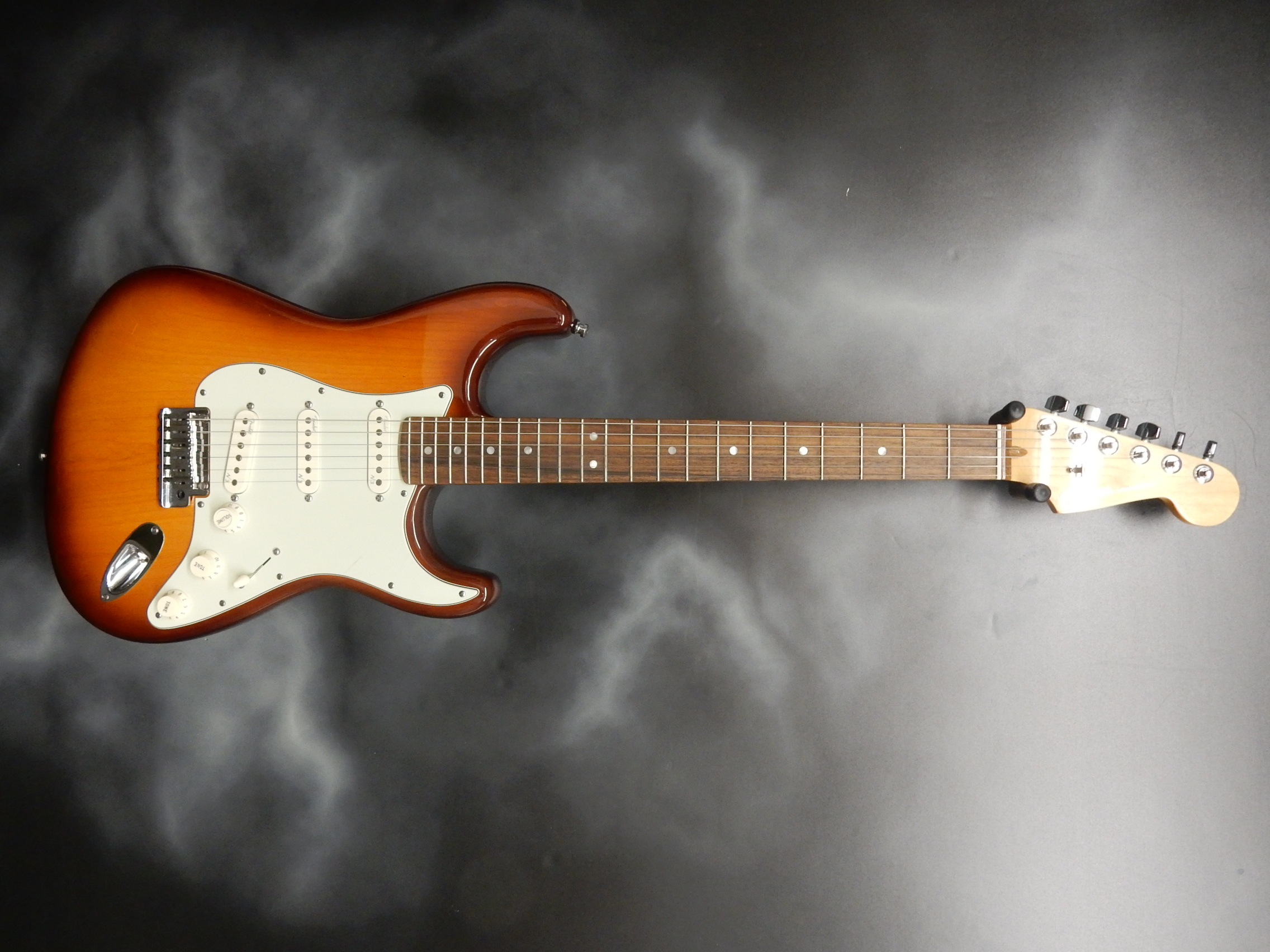 Fender - 2012 American Deluxe Stratocaster