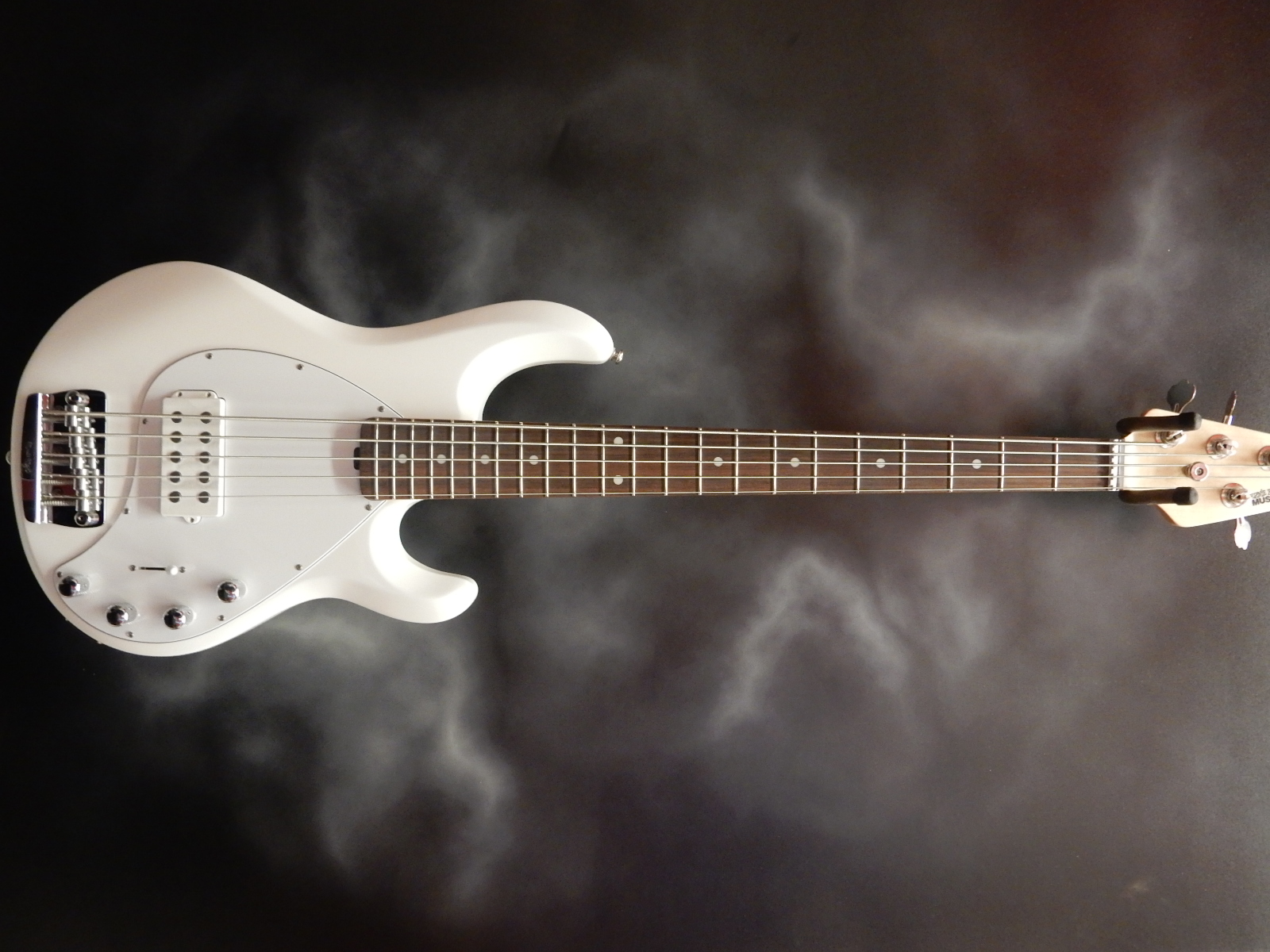 Music Man - Stingray 5H White Bass w/hsc