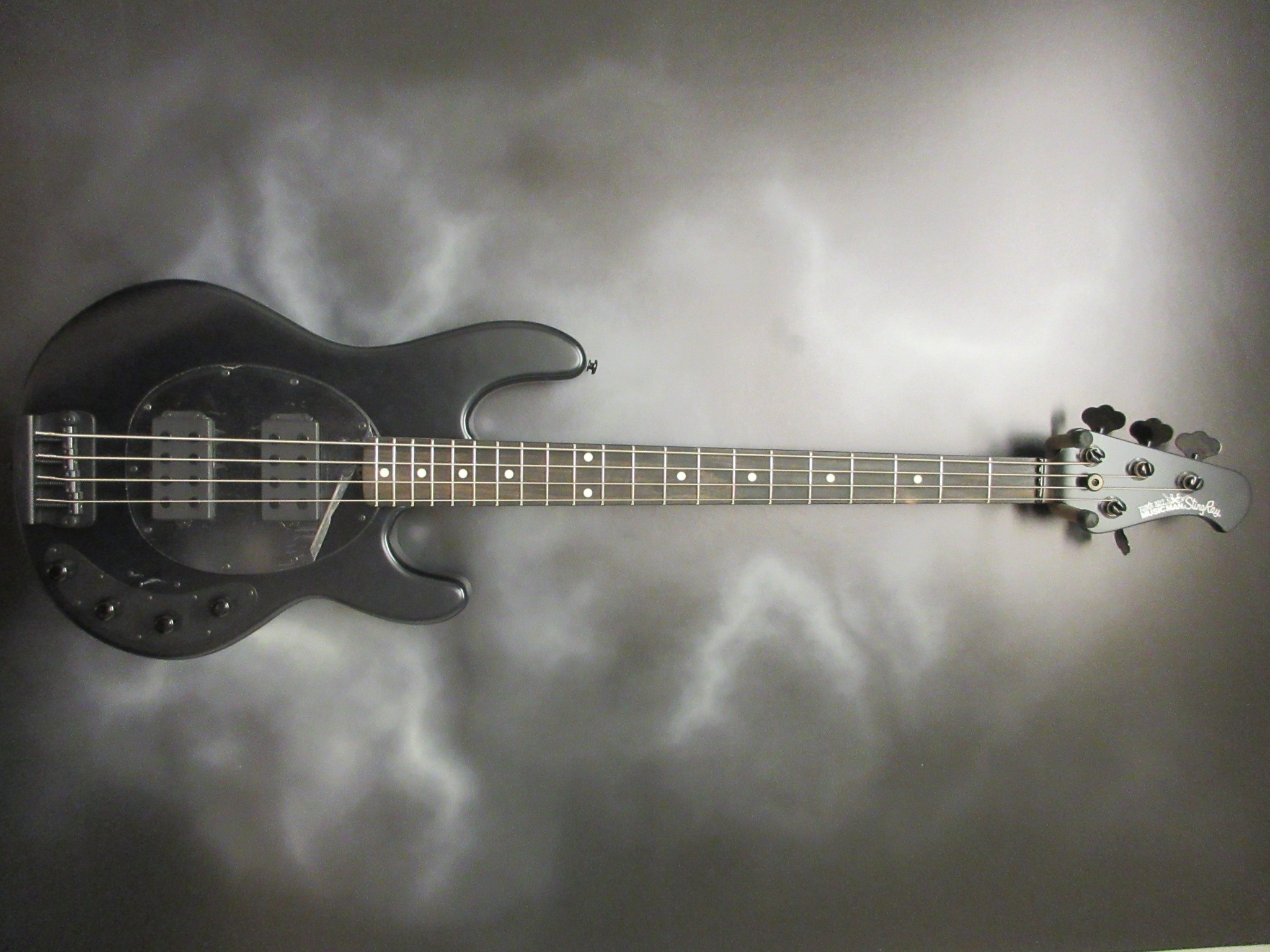 Music Man - StingRay Stealth Black HH