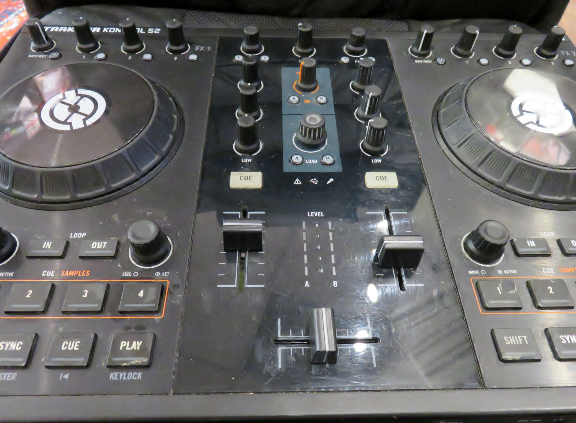 Native Instruments - TRAKTOR S2 MK1