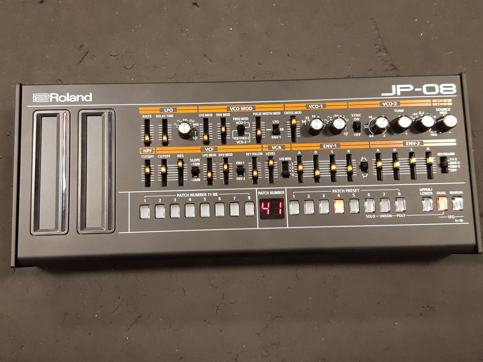 Roland - JP-08 with DK-01 Module Dock