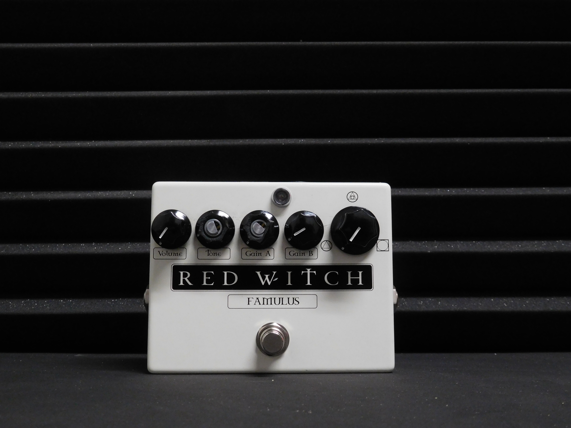 Red Witch - Famulus