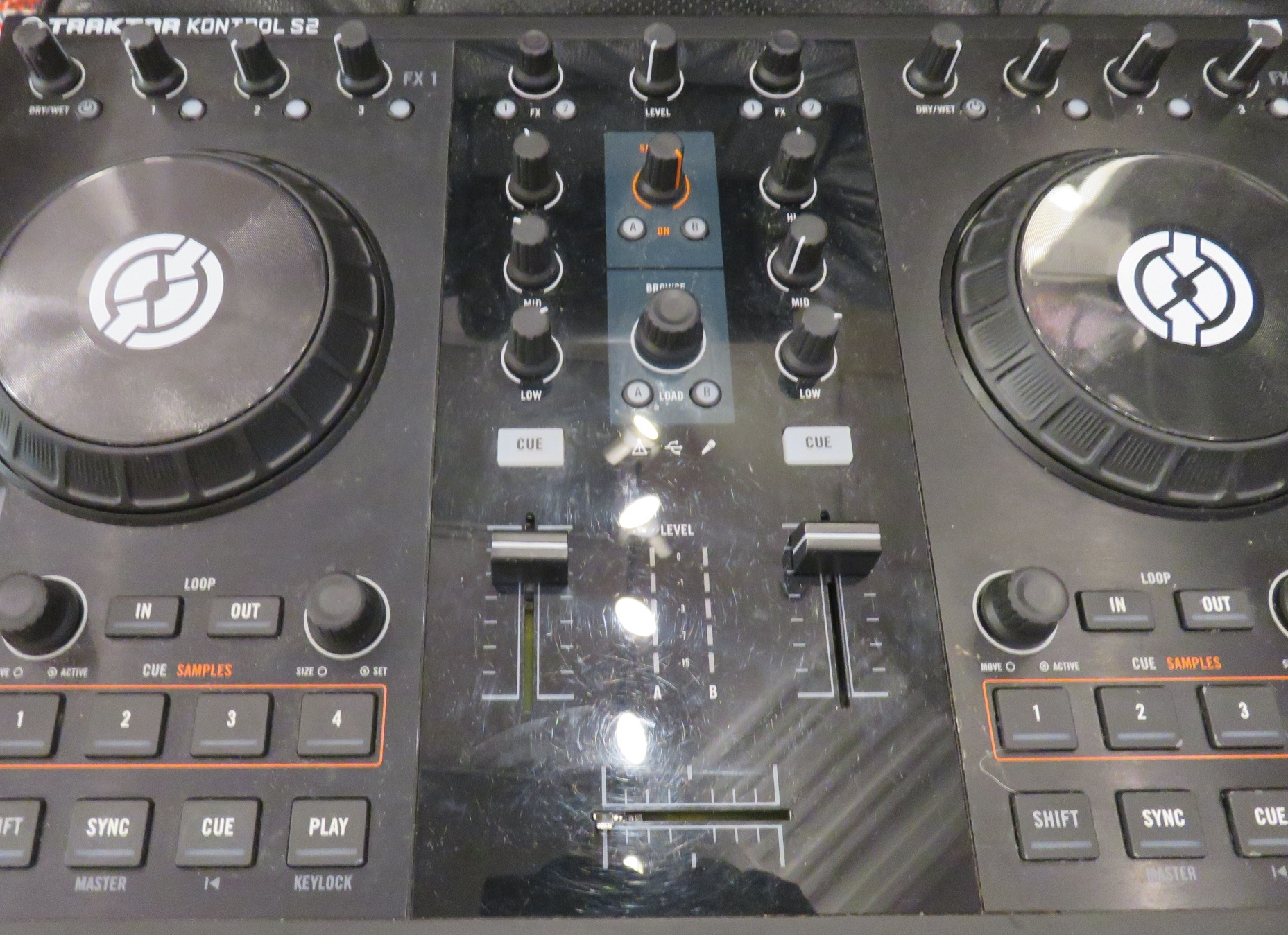 Native Instruments - Traktor S2