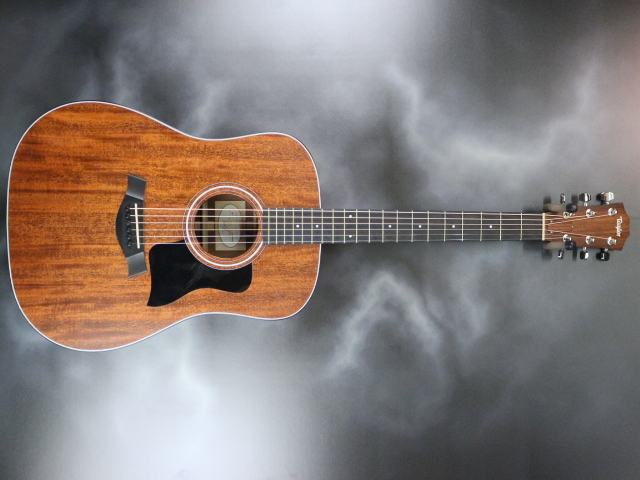 Taylor - 320 Dreadnought Acoustic-Electric