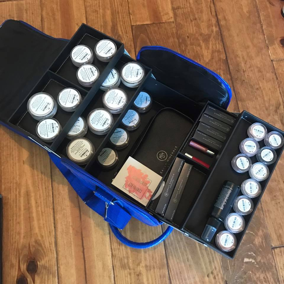 Savvy Minerals Young  Living Beauty School case