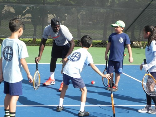 Jamere Jenkins challenging the kids at racquet quickness