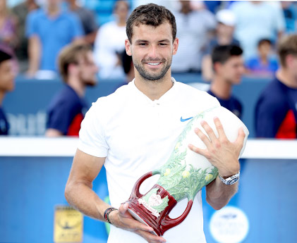 Dimitrov---Cincy---Trophy---421-x-345
