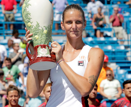 Pliskova---2016-Cincinnati---with-trophy---421-x-345