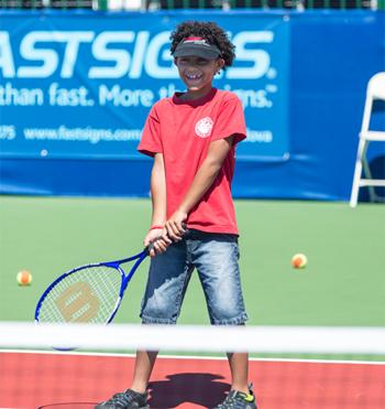 Girl_with_racket_2