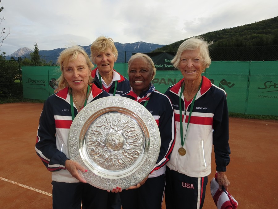ITF-QueensCup-Lyn_Tietz,_Ria_Graham,_Roz_King,_Dorothy_Matthiessen_(left_to_right)