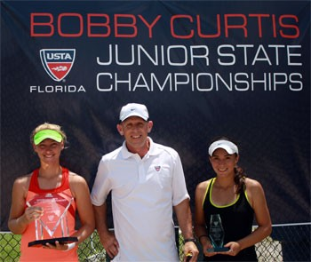 From left: Girls' 18s champion Bennett Dunn, Tournament Director Andy Gladstone, runner-up Savannah