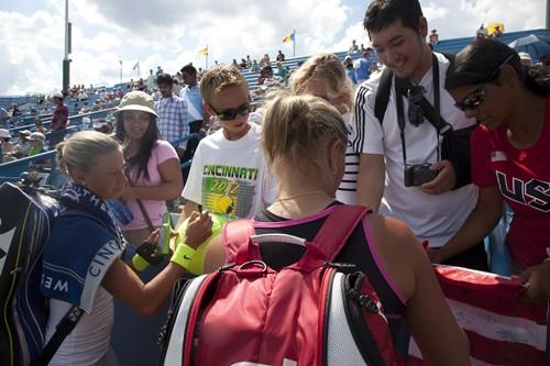 C._Turrell_-_Autographs,_Hlavackova,_Hradecka_Finals_(2)