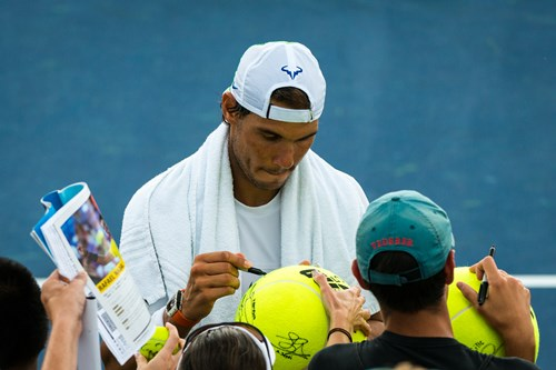 Rafa Nadal signing some autographs after practice this morning.